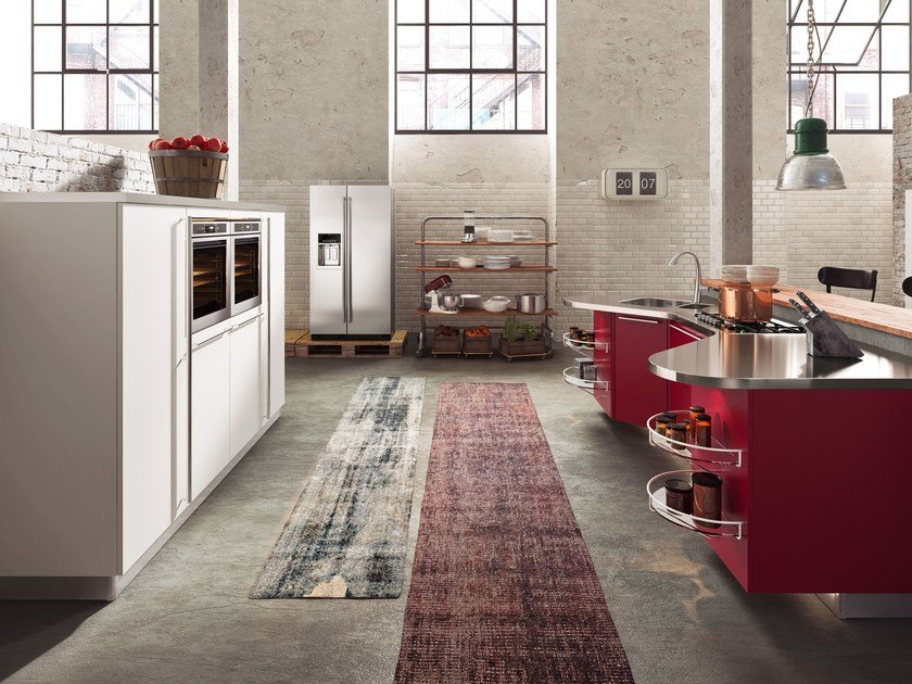 Skyline 2.0 with work units in Bourgogne glossy red lacquer finish, stainless steel worktop and cabinets in arctic opaque white lacquer finish.