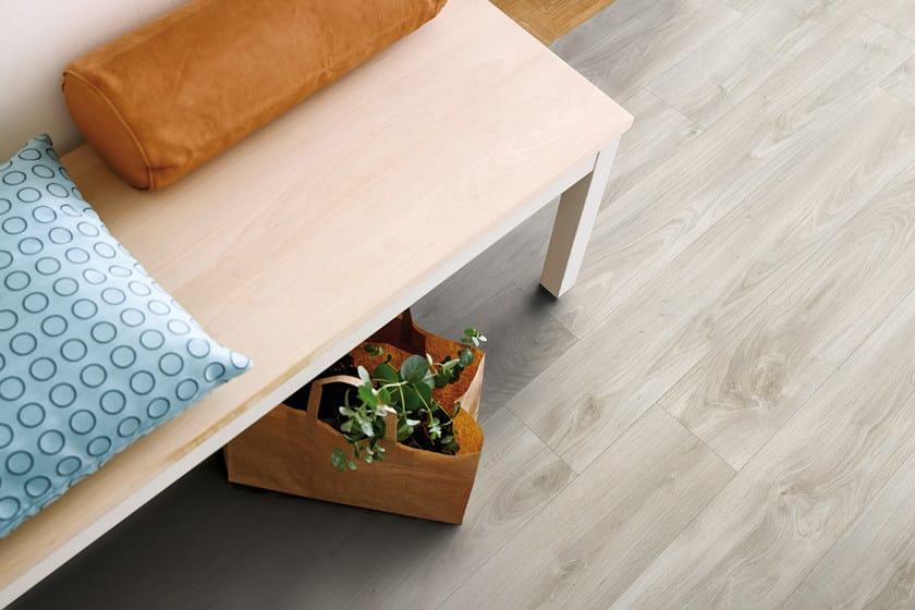 Pavimento in vinile effetto legno rovere grigio chiaro pergo for Pavimento vinile