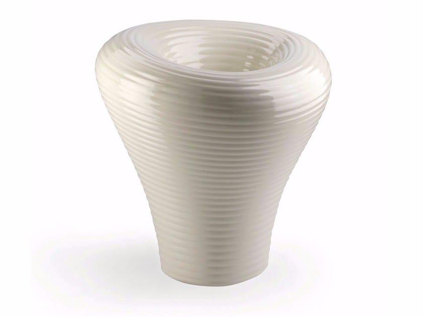 Polyethylene vase TAMBO by Plust