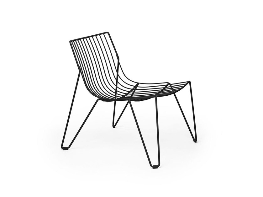 Stackable easy chair in steel wire TIO | Garden armchair by Massproductions