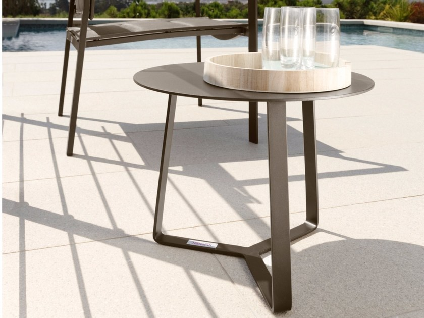 Low round garden side table TOUCH | Round coffee table - Talenti