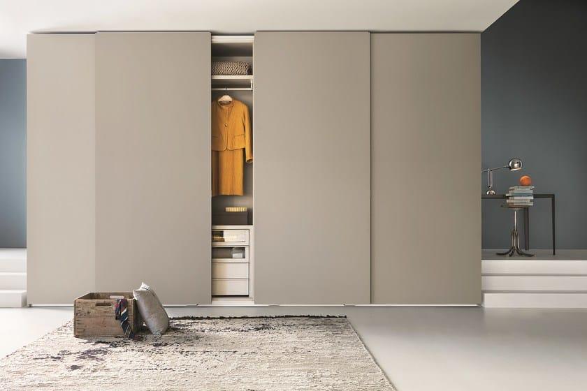 Wardrobe with sliding doors custom TRACCIA | Wardrobe with sliding doors - Lema