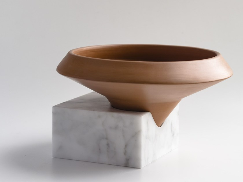 Terracotta vase TRASCORSO by gumdesign