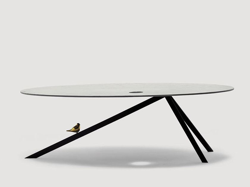 Oval metal dining table TWITTY by da a