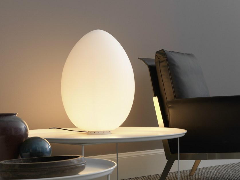 Blown glass table lamp UOVO | Table lamp - FontanaArte