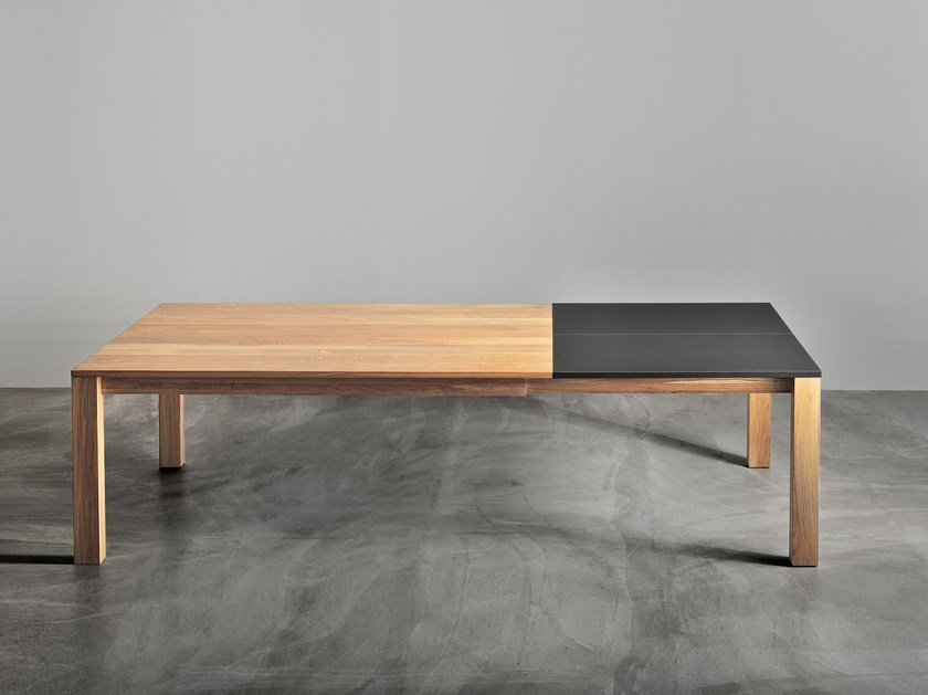 Extending rectangular solid wood table VARIUS by Vitamin Design