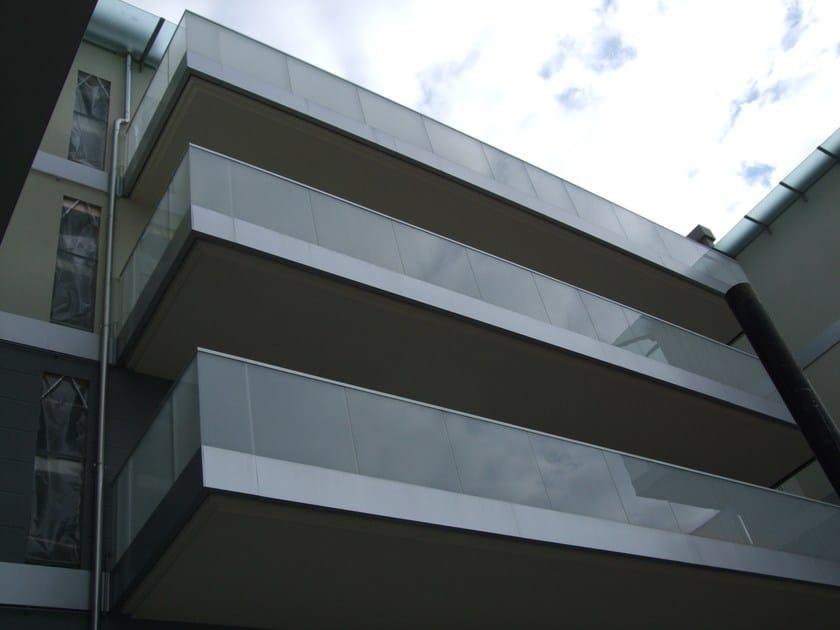 Parapetto in alluminio e vetro per finestre e balconi - Altezza parapetti finestre normativa ...