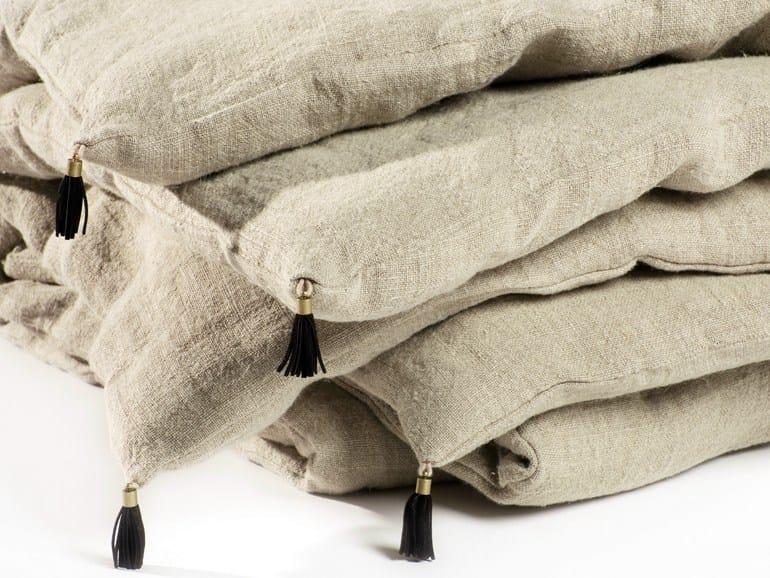 Solid-color hand embroidered linen quilt VEDA | Quilt - Élitis