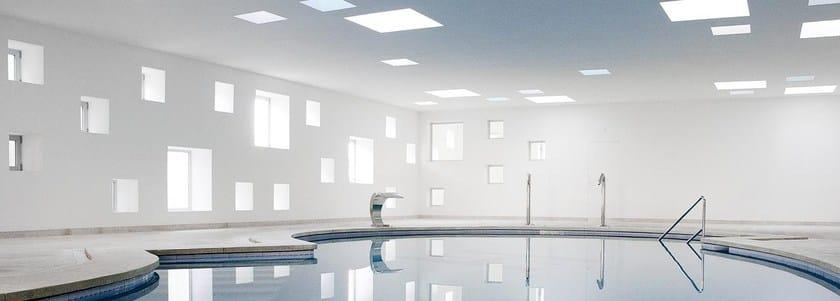 Finestra da tetto in policarbonato finestra per tetti for Velux finestre per tetti piani