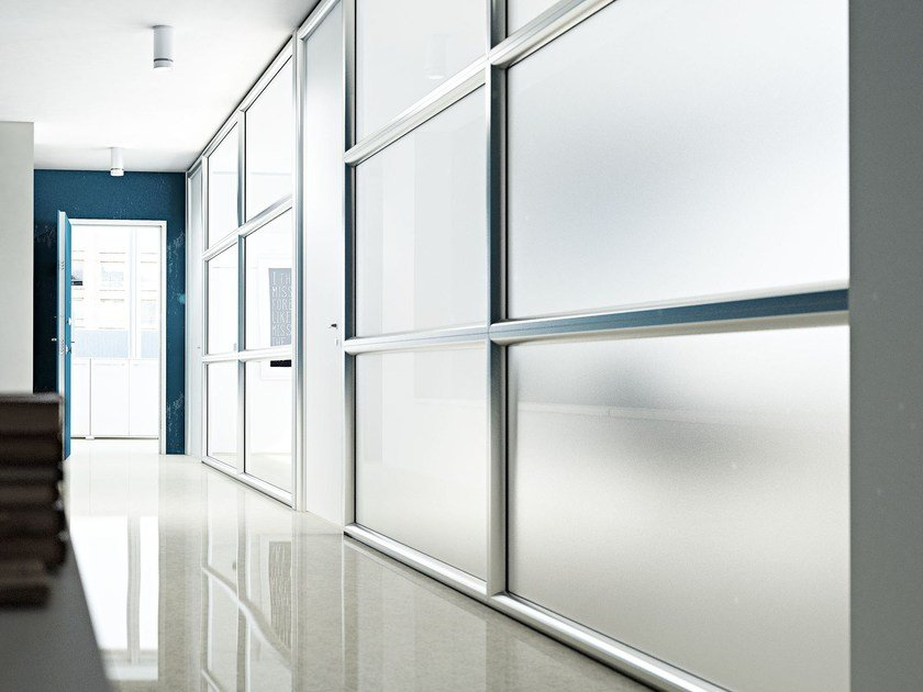 Wall System 3 partition with LCD glasses able to switch from transparent to opaque, ensuring privacy