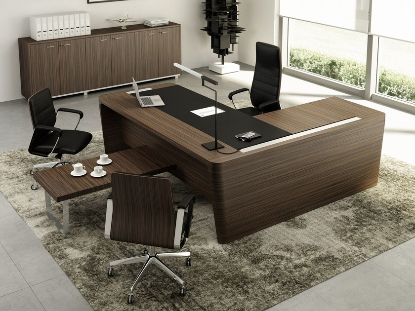 L-shaped wooden executive desk with cable management X10 | L-shaped office desk by Quadrifoglio