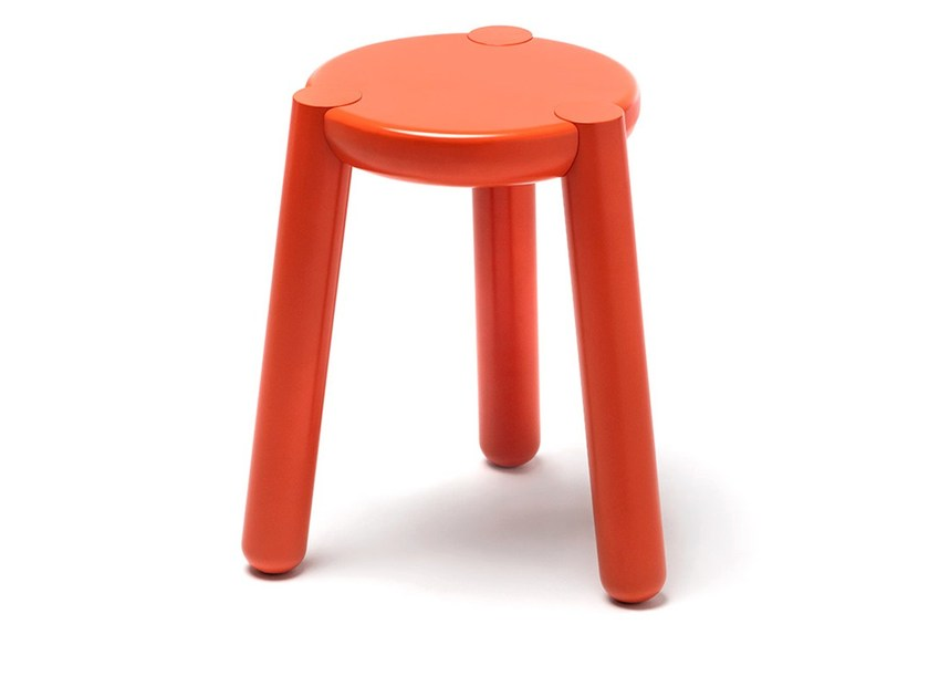Lacquered solid wood stool YAY - jot.jot