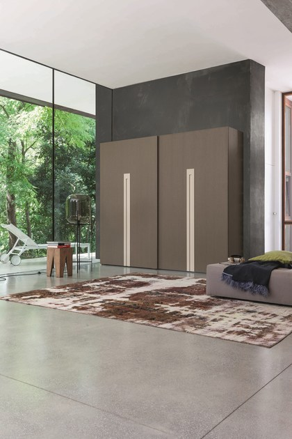 Contemporary style wooden wardrobe with sliding doors with drawers for hotel rooms ZERO.16 | Wardrobe with sliding doors - Devina Nais