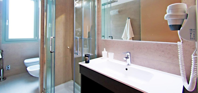 Arredamento per studentati in stile moderno zeus mobilspazio for Arredo camere albergo
