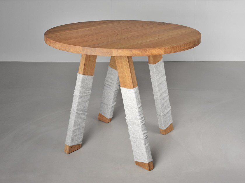 Round solid wood table ZIRKEL - vitamin design