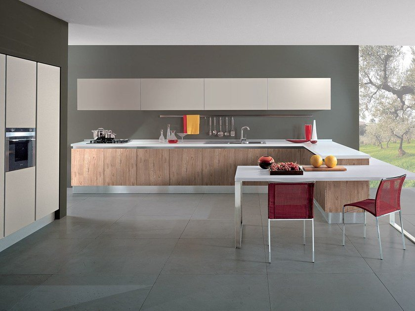 Wooden fitted kitchen with peninsula AGORÀ - Oikos Cucine