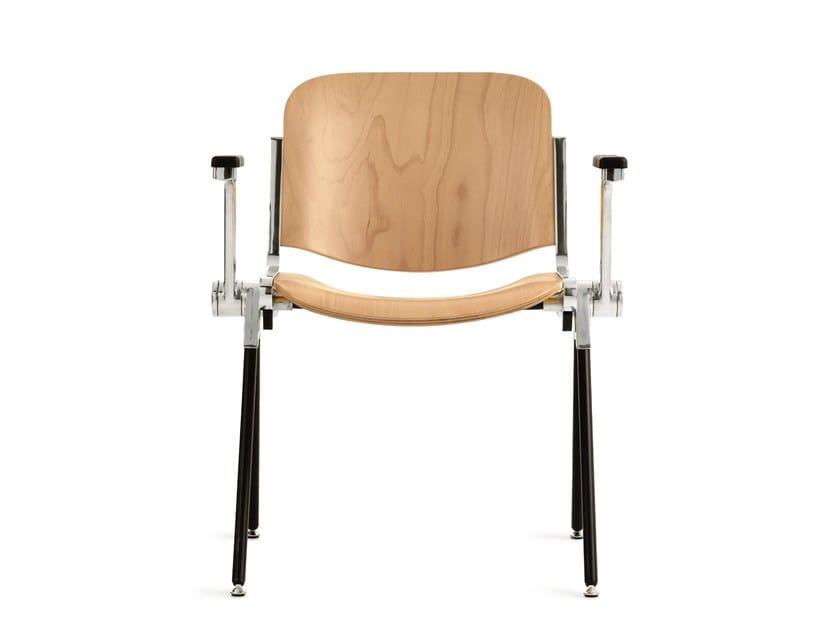 Sedia da conferenza in legno con braccioli AGORÀ | Sedia da conferenza in legno by Emmegi