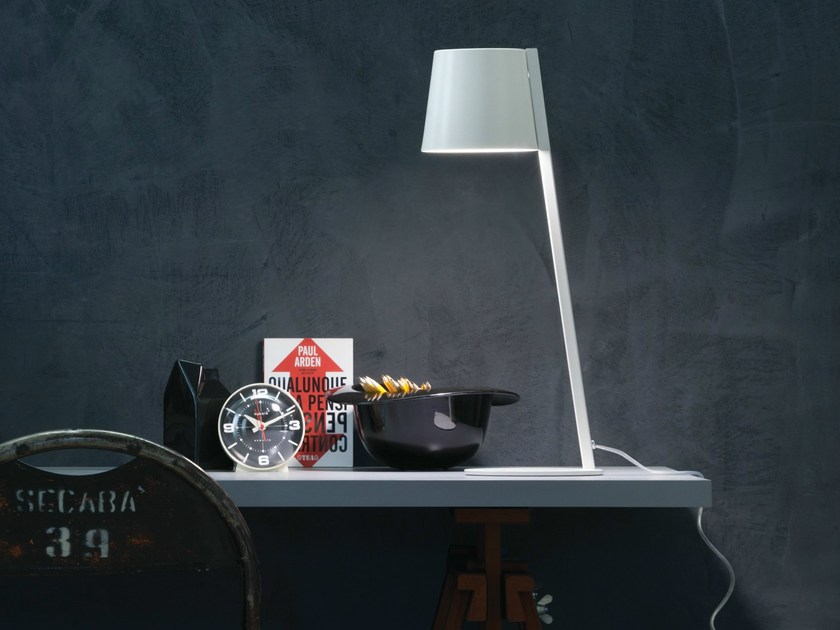 LED aluminium table lamp AMAK | Table lamp - LUCENTE - Gruppo Rostirolla
