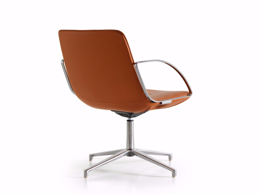 Reception chair with 4-spoke base with armrests AMELIE | Reception chair by Quinti Sedute