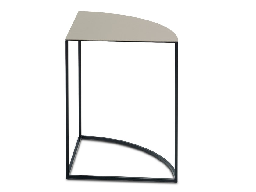 Triangular side table ASCOT JR-T938 | Triangular coffee table by JORI