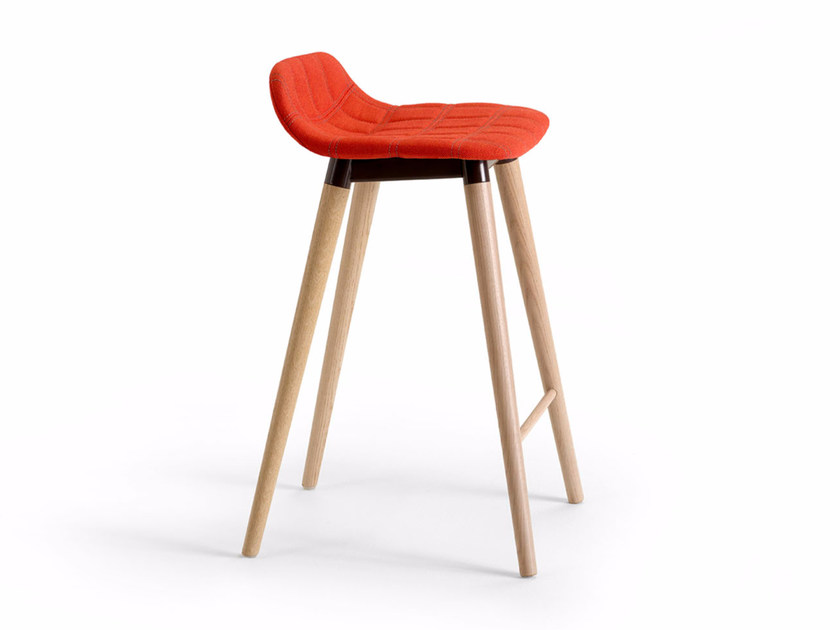 High upholstered fabric stool BOP WOOD | Stool - Offecct