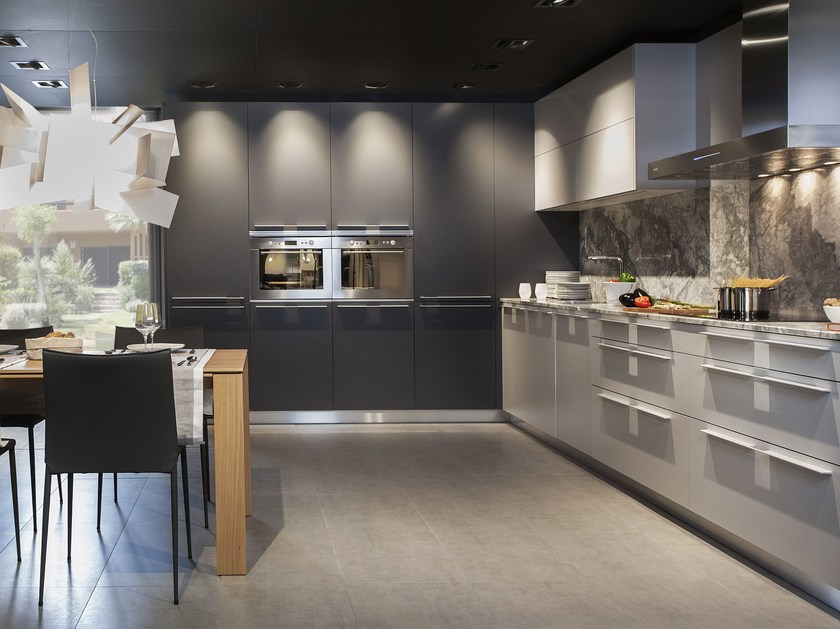 Lacquered kitchen with handles C100 by Hönnun