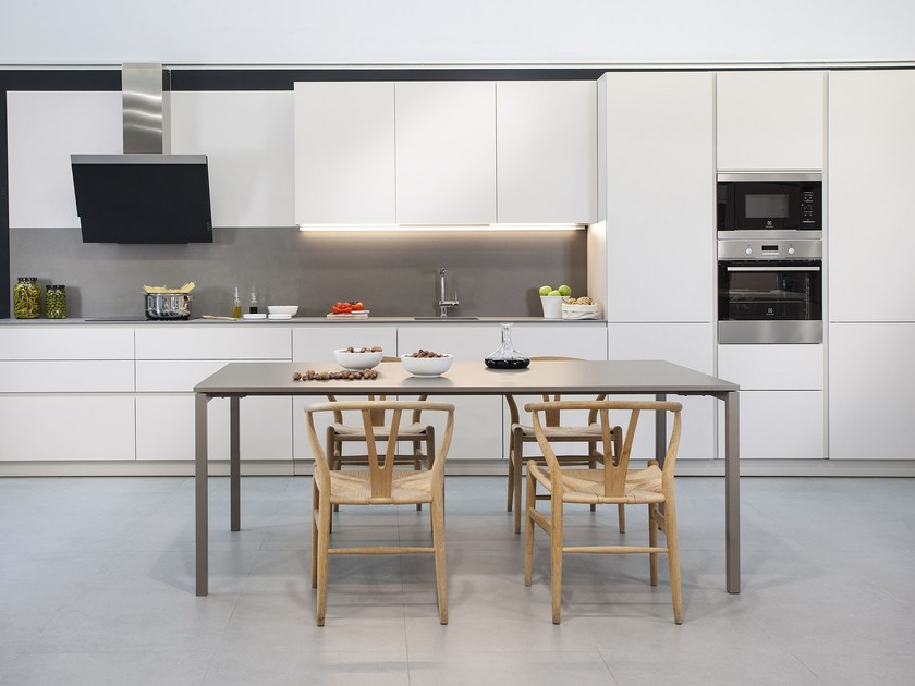 Linear kitchen without handles C180 by Hönnun