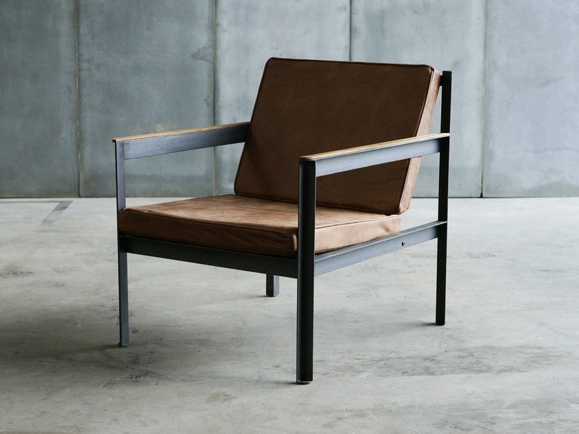 Leather easy chair with armrests CARGO | Leather easy chair by Heerenhuis