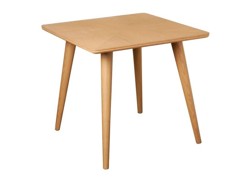 Square dining table CARVOEIRO | Square table by Branco sobre Branco