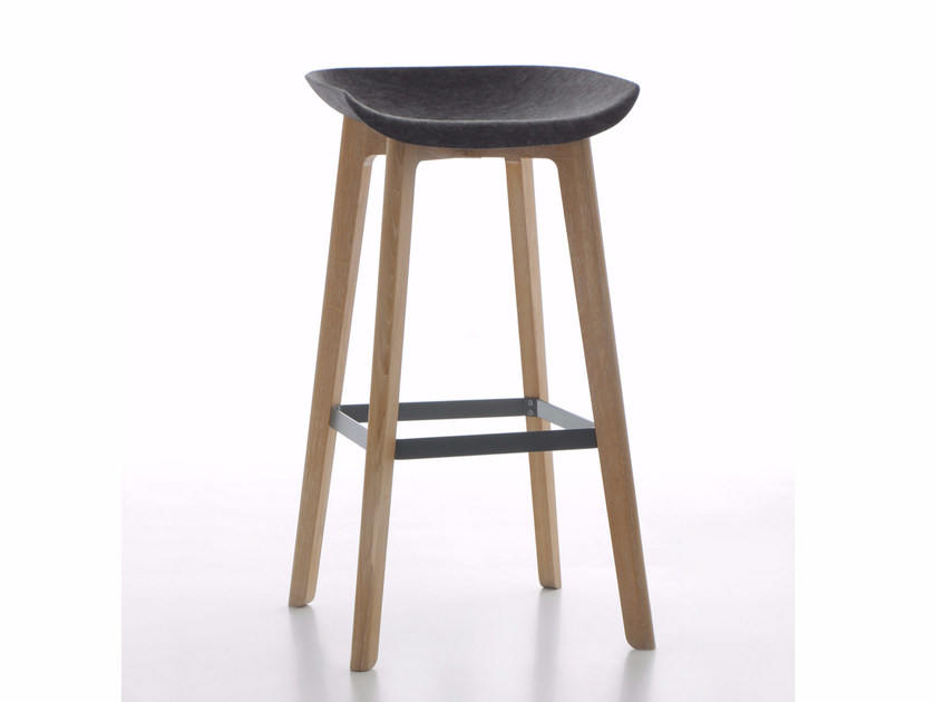 High fabric stool with footrest CHAIRMAN WOOD | Stool - conmoto by Lions at Work