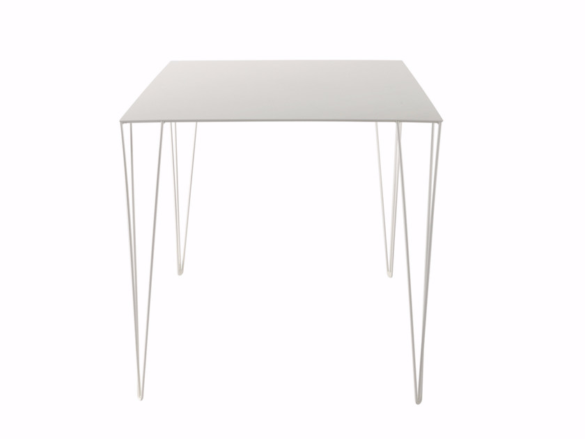 Lacquered square table CHELE | Square table - Atipico