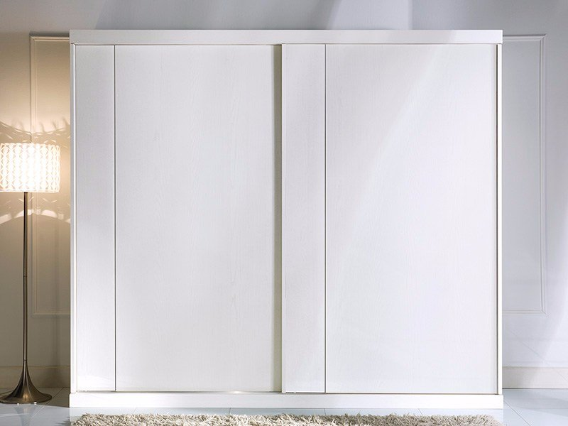 Lacquered solid wood wardrobe with sliding doors PRIMA CLASSE | Wardrobe with sliding doors by Arvestyle