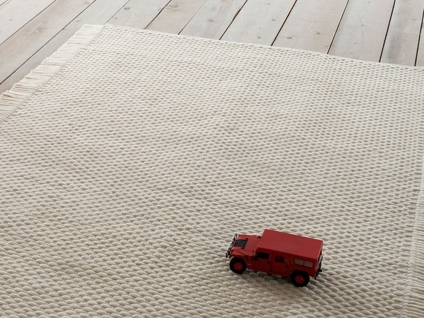 Solid-color handmade rectangular felt rug CORINTO by Chaarme