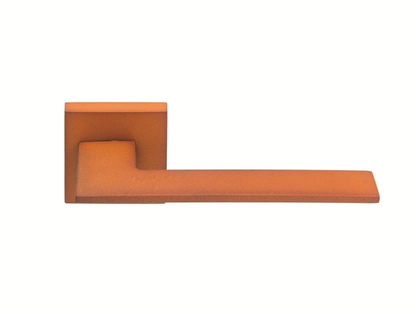 Zamak door handle on rose CORTEN by Frascio