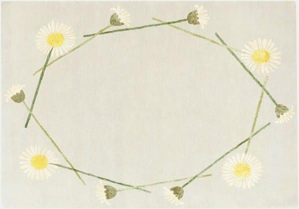 Handmade rug with floral pattern DAISY CHAIN - Deirdre Dyson