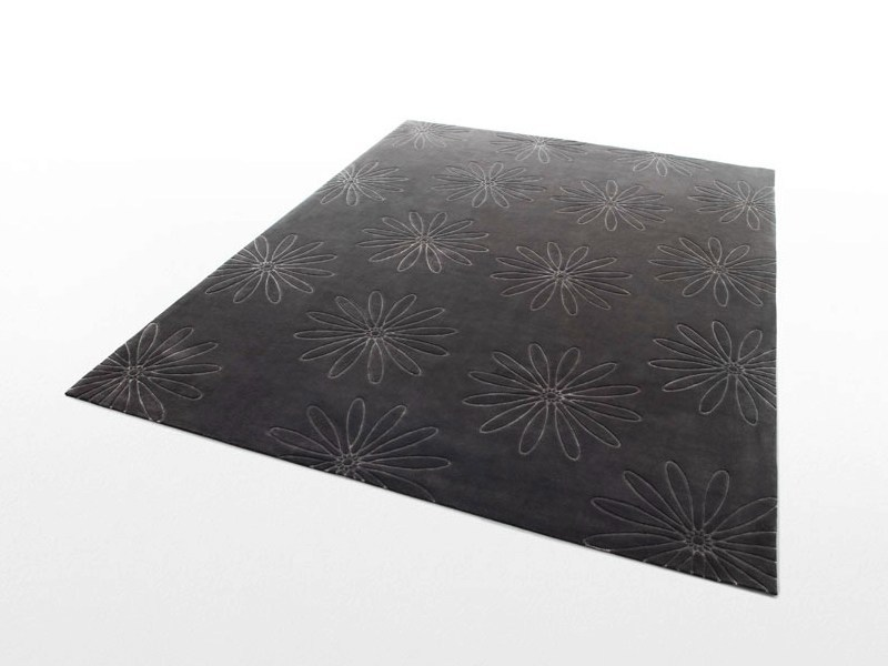 Handmade wool rug with floral pattern DALIA by Paola Lenti