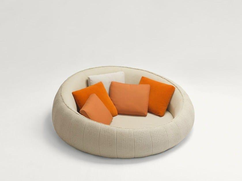 divano rotondo giardino idee per il design della casa. Black Bedroom Furniture Sets. Home Design Ideas