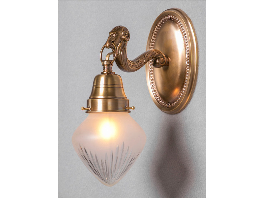 Brass wall lamp EGER I | Wall lamp by Patinas Lighting