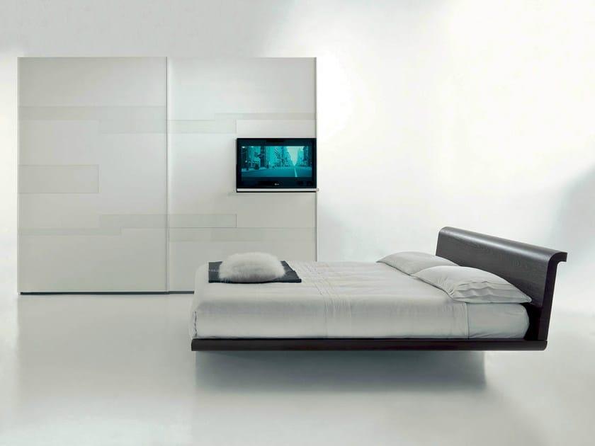 Armadio laccato con ante scorrevoli con tv integrata emotion   fimar