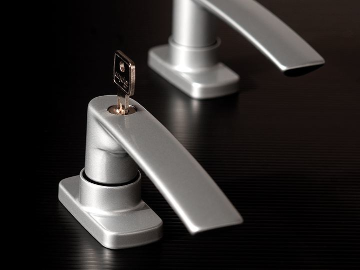 Contemporary style window handle with lock on back plate EOS by FAPIM