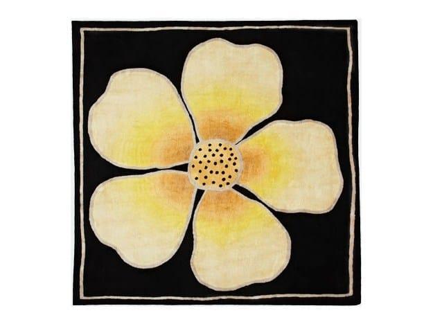 Square rug with floral pattern FLEUR - Deirdre Dyson