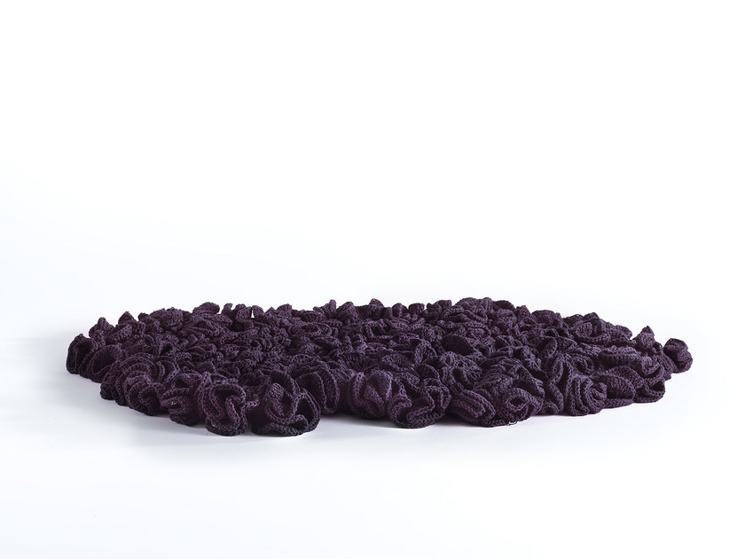 Tappeto fatto a mano FLOWER RUG by iota project