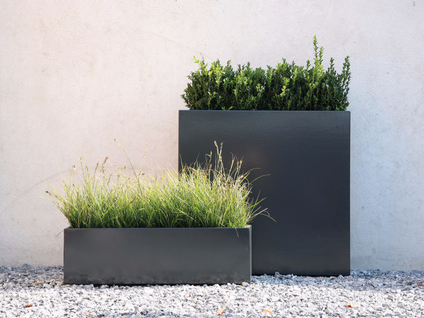 Galvanized steel planter FLOWERBOX - conmoto by Lions at Work