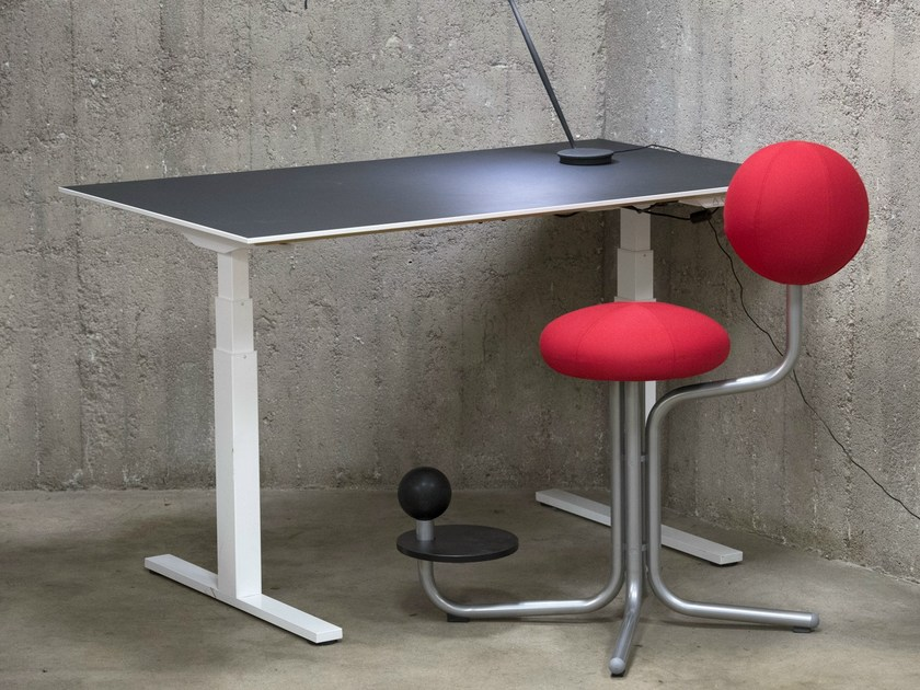 Ergonomic task chair with 4-Spoke base GLOBE TWO - The Globe Concept by Moment