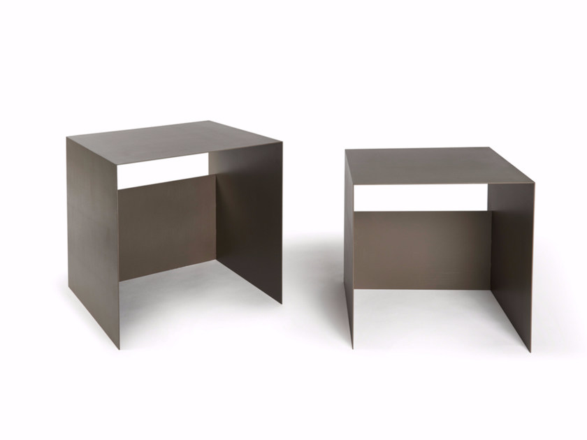 Low lacquered square coffee table GUIDO by Atipico