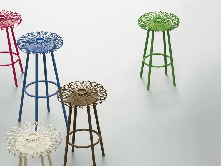 Metal stool with footrest HIPPY - da a