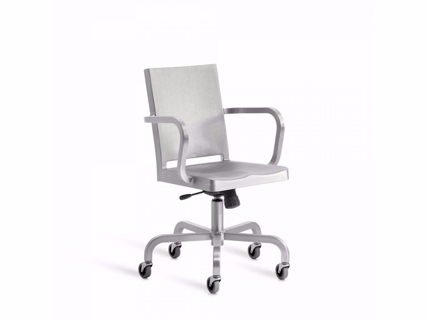 Aluminium chair with 5-spoke base with armrests with casters HUDSON | Chair with 5-spoke base by Emeco