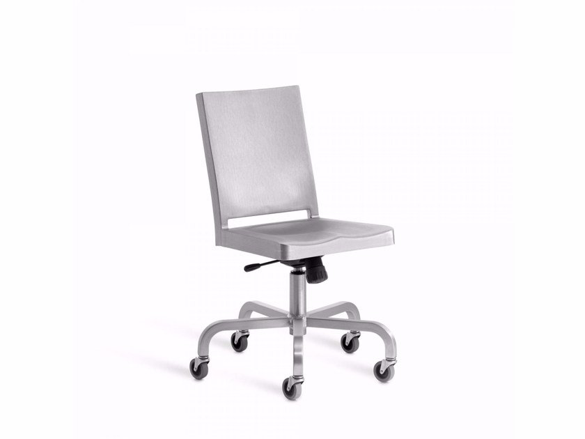 Aluminium chair with 5-spoke base with casters HUDSON | Chair with casters by Emeco