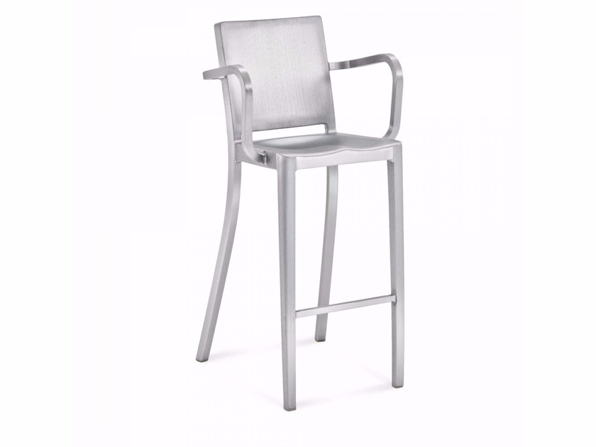 Aluminium barstool with armrests HUDSON | High stool - Emeco
