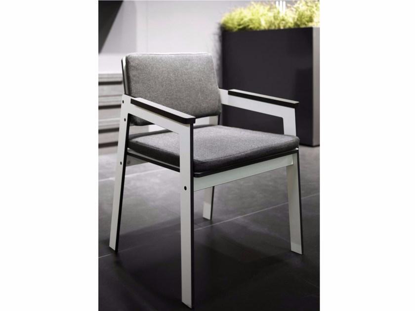 Upholstered HPL chair with armrests JIG | Chair - conmoto by Lions at Work